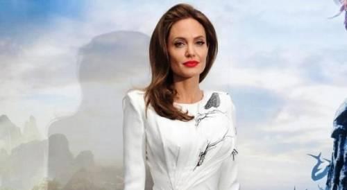 """Angelina Jolie: """"non ho mai pensato a me stessa come a una madre"""". Le foto 18"""