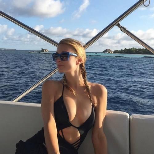 Paris Hilton, compleanno sexy su un'isola da sogno: foto 3