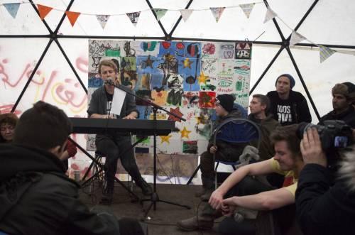 Migranti, Jude Law visita campo profughi a Calais 5
