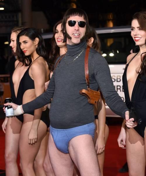 Il red carpet trash di Sasha Baron Cohen: le foto 18