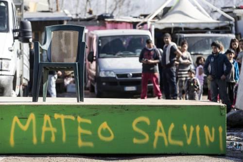 """Salvini fra le baracche dei rom: """"Da incivili vivere in un campo"""" 5"""
