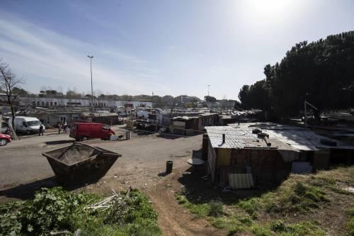 """Salvini fra le baracche dei rom: """"Da incivili vivere in un campo"""" 4"""