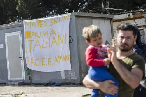 """Salvini fra le baracche dei rom: """"Da incivili vivere in un campo"""" 9"""