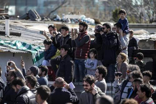 """Salvini fra le baracche dei rom: """"Da incivili vivere in un campo"""" 8"""