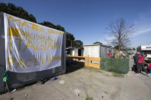 """Salvini fra le baracche dei rom: """"Da incivili vivere in un campo"""" 11"""