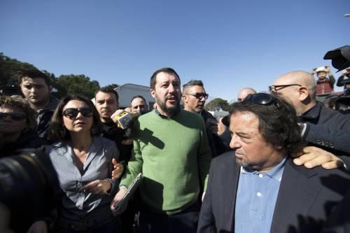 """Salvini fra le baracche dei rom: """"Da incivili vivere in un campo"""" 16"""