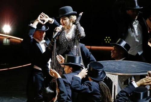 Madonna, dalle Filippine i vescovi chiedono di boicottare i concerti: foto 2