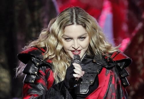 Madonna, dalle Filippine i vescovi chiedono di boicottare i concerti: foto 6