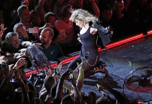 Madonna, dalle Filippine i vescovi chiedono di boicottare i concerti: foto 4