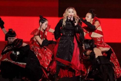 Madonna, dalle Filippine i vescovi chiedono di boicottare i concerti: foto 8