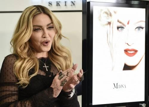 Madonna, dalle Filippine i vescovi chiedono di boicottare i concerti: foto 12