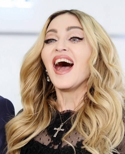 Madonna, dalle Filippine i vescovi chiedono di boicottare i concerti: foto 11