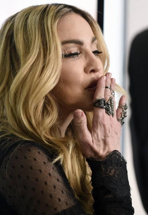 Madonna, dalle Filippine i vescovi chiedono di boicottare i concerti: foto 14