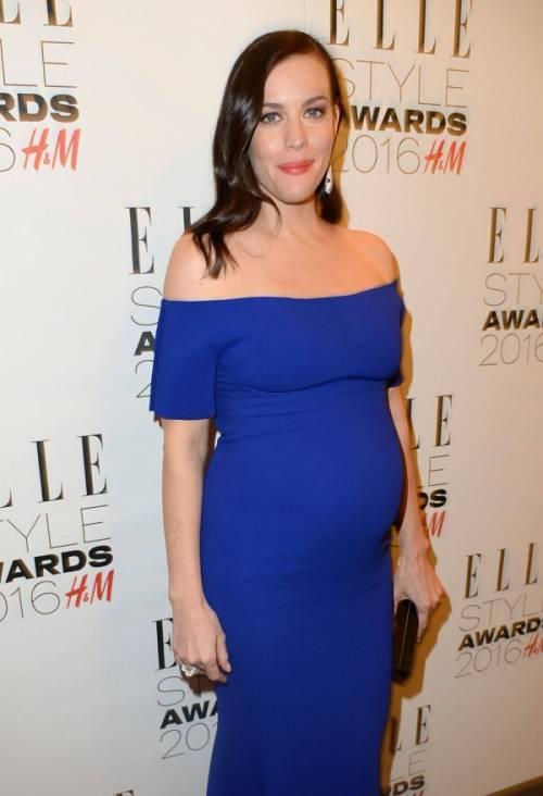 Liv Tyler incinta sul red carpet agli Elle Style Awards: foto  12