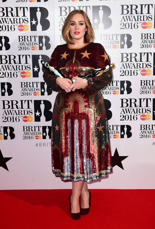 Adele, la regina dei Brit Awards 2016: foto 2