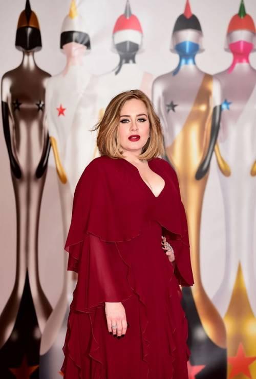 Adele, la regina dei Brit Awards 2016: foto 8
