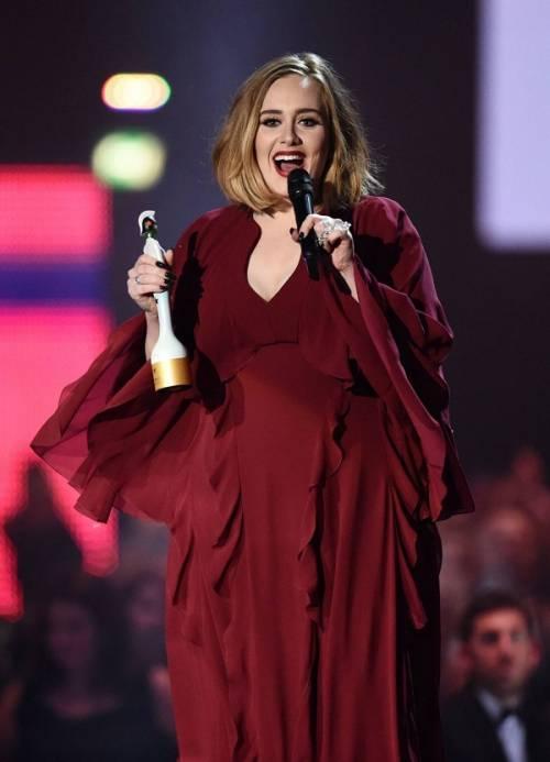 Adele, la regina dei Brit Awards 2016: foto 7