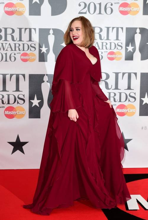 Adele, la regina dei Brit Awards 2016: foto 9