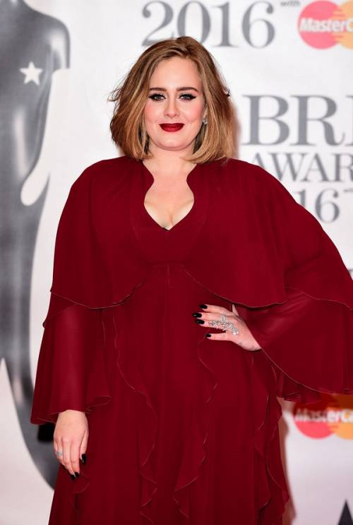 Adele, la regina dei Brit Awards 2016: foto 10