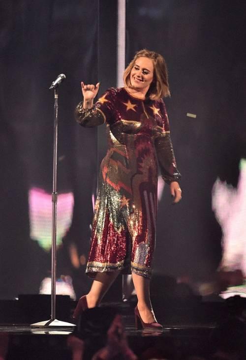 Adele, la regina dei Brit Awards 2016: foto 12