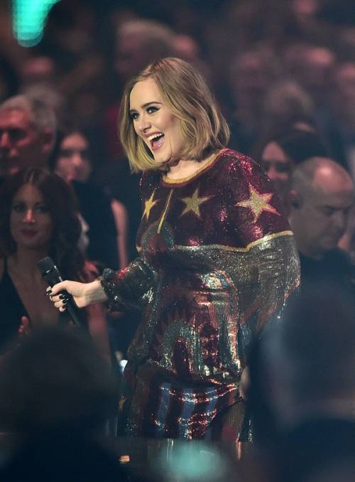 Adele, la regina dei Brit Awards 2016: foto 13