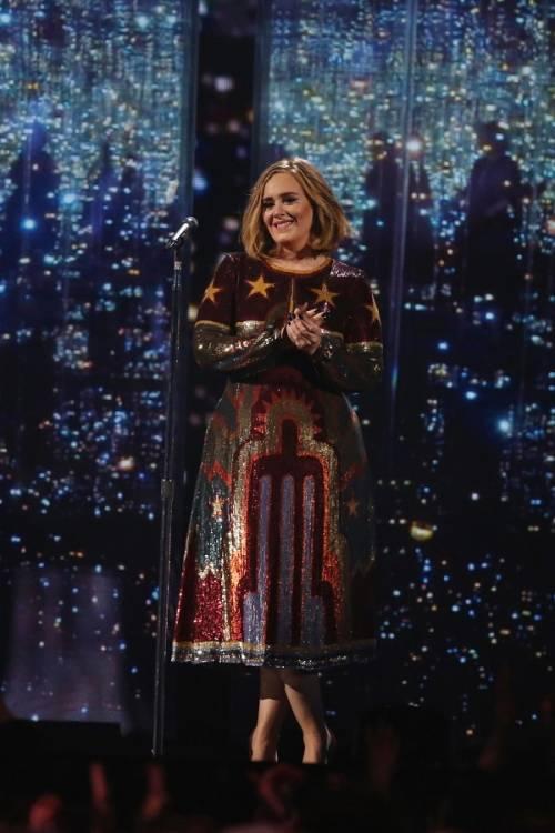 Adele, la regina dei Brit Awards 2016: foto 11