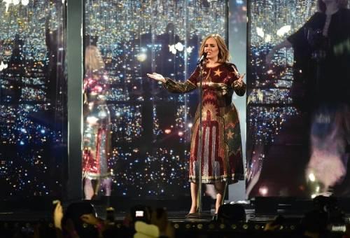 Adele, la regina dei Brit Awards 2016: foto 17
