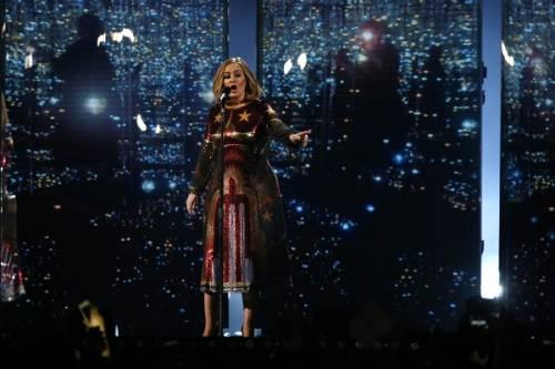 Adele, la regina dei Brit Awards 2016: foto 19