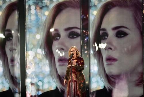 Adele, la regina dei Brit Awards 2016: foto 20