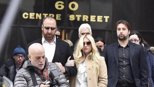 """L'appello di Kesha alle donne: """"Se subite abusi perlate"""" 2"""