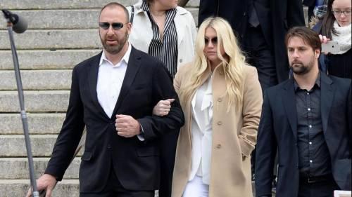 """L'appello di Kesha alle donne: """"Se subite abusi perlate"""" 3"""