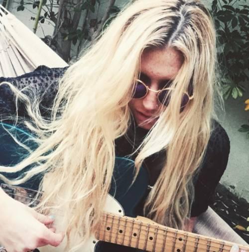 """L'appello di Kesha alle donne: """"Se subite abusi perlate"""" 6"""