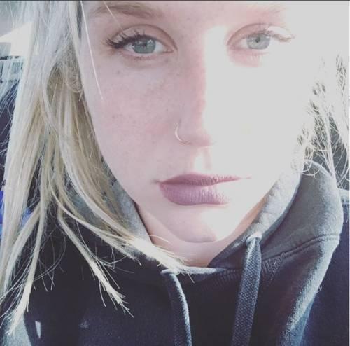 """L'appello di Kesha alle donne: """"Se subite abusi perlate"""" 5"""