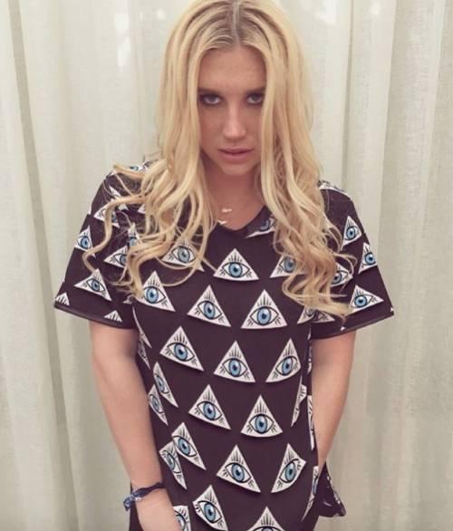 """L'appello di Kesha alle donne: """"Se subite abusi perlate"""" 11"""