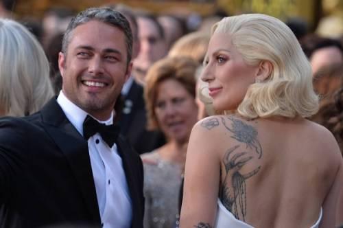 Lady Gaga agli Oscar 2016: foto 8