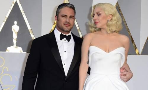 Lady Gaga agli Oscar 2016: foto 9