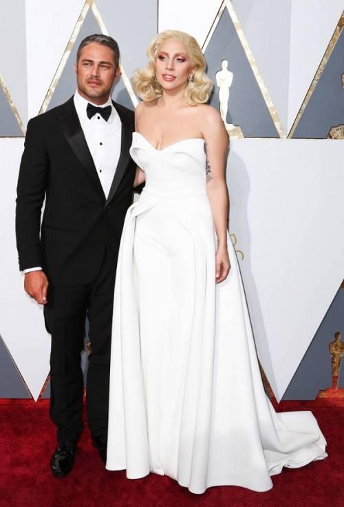 Lady Gaga agli Oscar 2016: foto 10