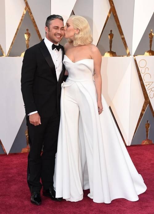 Lady Gaga agli Oscar 2016: foto 11