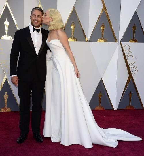 Lady Gaga agli Oscar 2016: foto 12