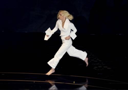 Lady Gaga agli Oscar 2016: foto 20