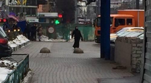 "Mosca, donna urla ""Allah Akbar"" e mostra una testa mozzata 2"