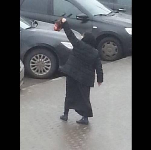 "Mosca, donna urla ""Allah Akbar"" e mostra una testa mozzata 3"