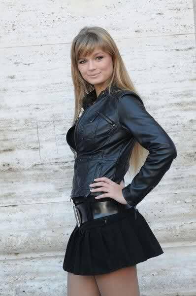 Mercedesz Henger, sexy come la mamma Eva 9