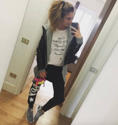 Valentina Allegri, selfie sexy per i fan 8