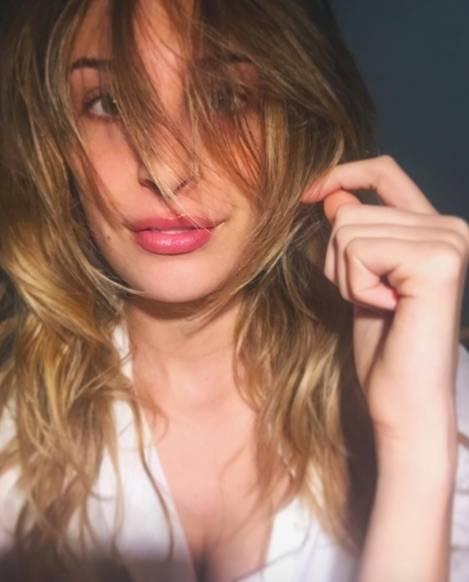 Valentina Allegri, selfie sexy per i fan 9