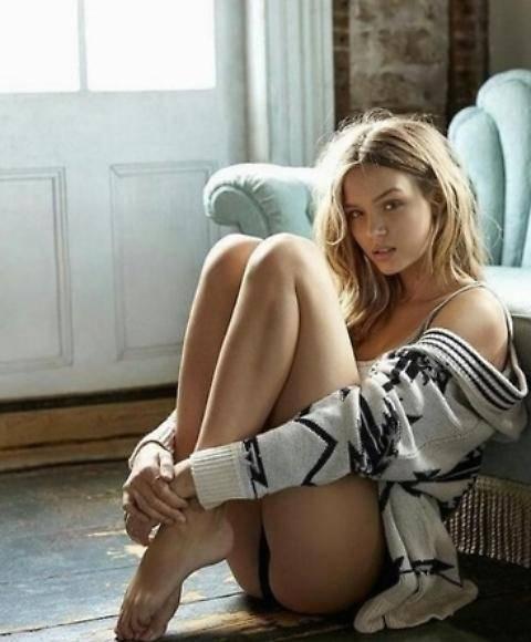 Josephine Skriver, modella sexy nata in provetta 7
