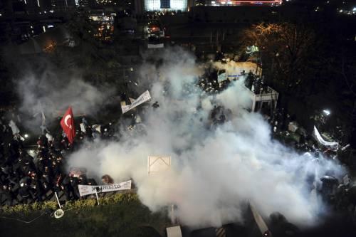 Turchia, scontri dopo il sequestro del quotidiano 7