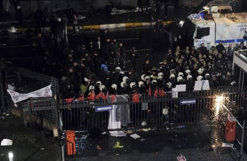 Turchia, scontri dopo il sequestro del quotidiano 10