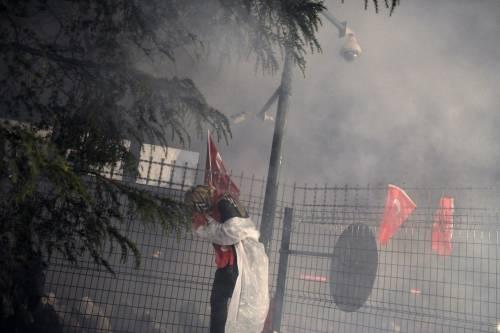 Turchia, scontri dopo il sequestro del quotidiano 16