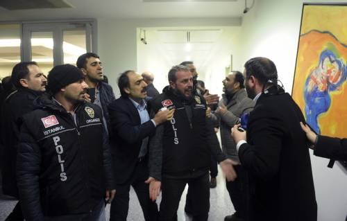 Turchia, scontri dopo il sequestro del quotidiano 17